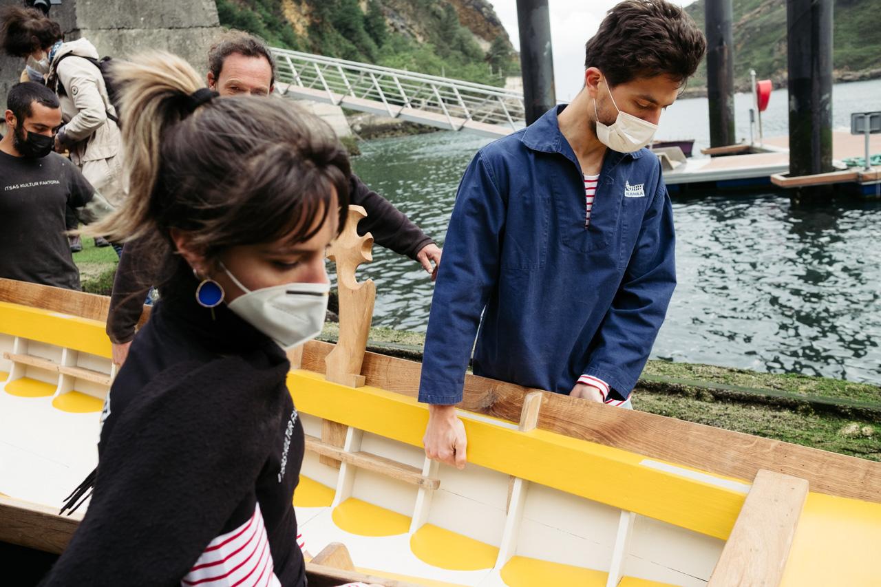 donostitik albaola sandolo botadura 15 - 'Laguna', el barco veneciano de Albaola, ya surca el mar