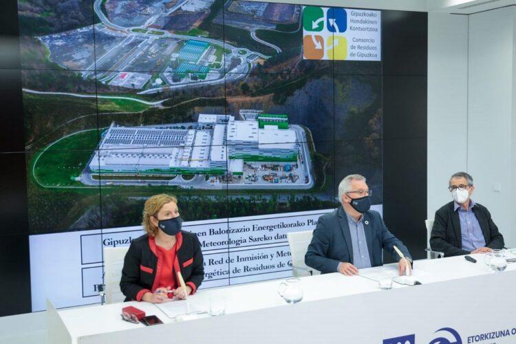Asensio da a conocer el resultado del primer año de la incineradora. Foto: Diputación de Gipuzkoa