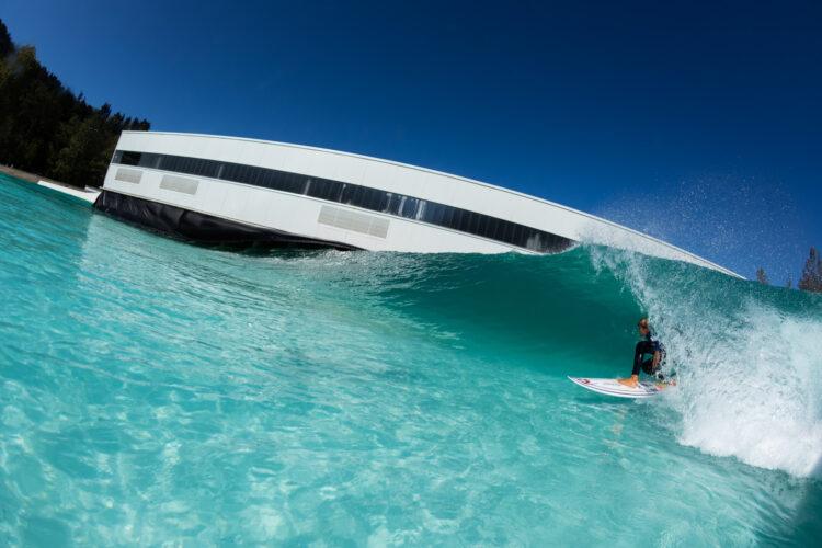 Imagen de una ola artificial de Wavegarden. Foto: wavegarden.com