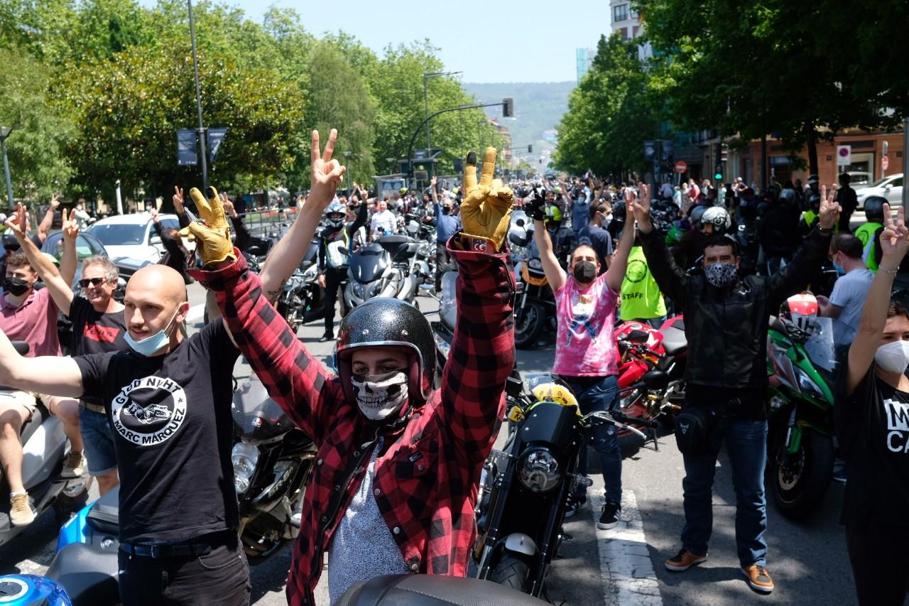 2021 0613 12443300 copy 1280x853 - Los motoristas recorren Donostia contra la siniestralidad del sector