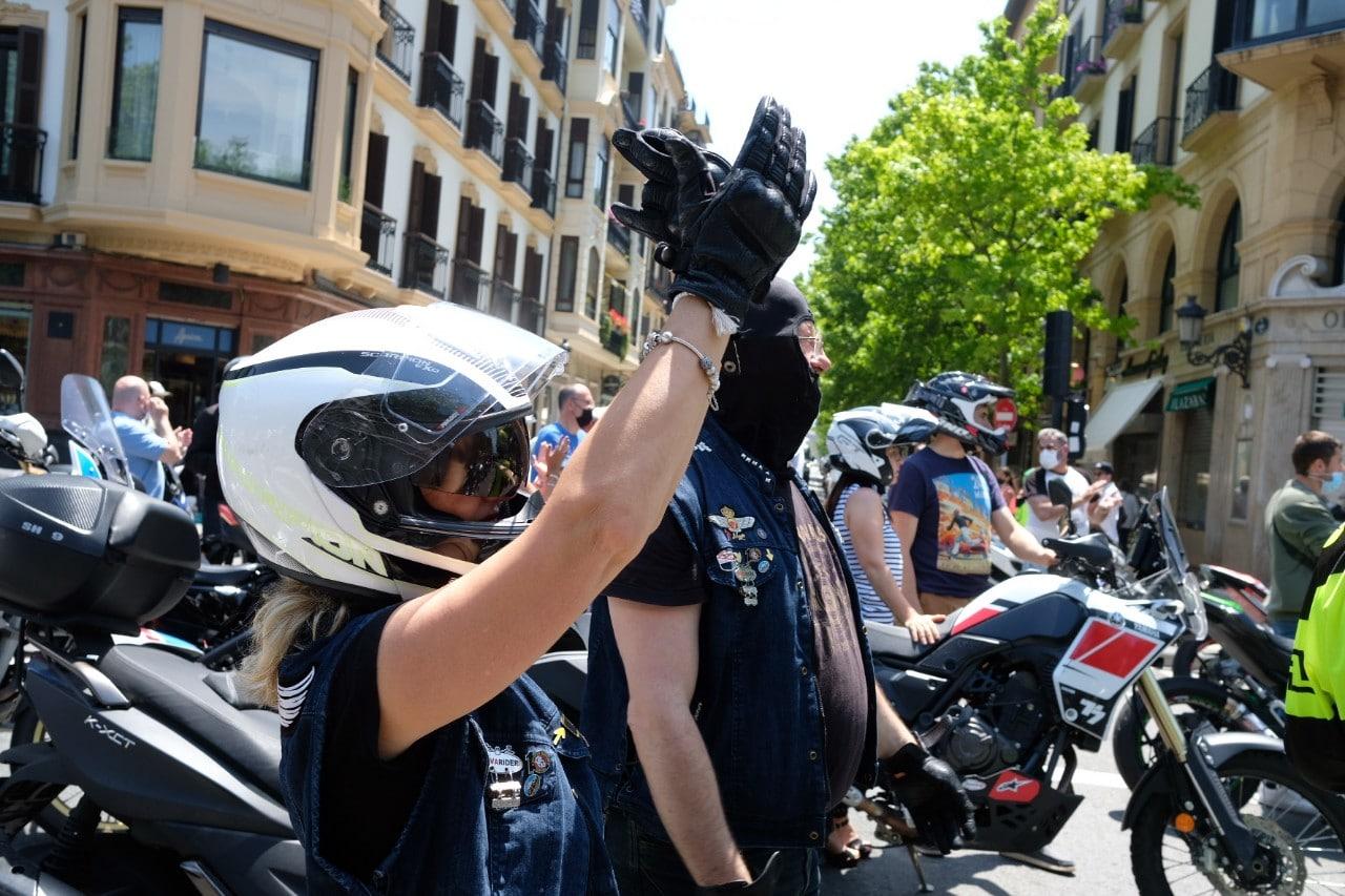 2021 0613 12460500 copy 1280x853 - Los motoristas recorren Donostia contra la siniestralidad del sector