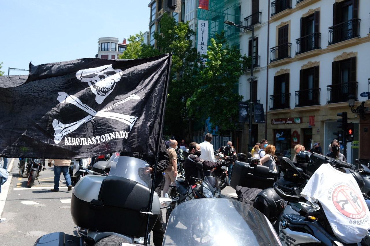 2021 0613 12460900 copy 1280x853 - Los motoristas recorren Donostia contra la siniestralidad del sector