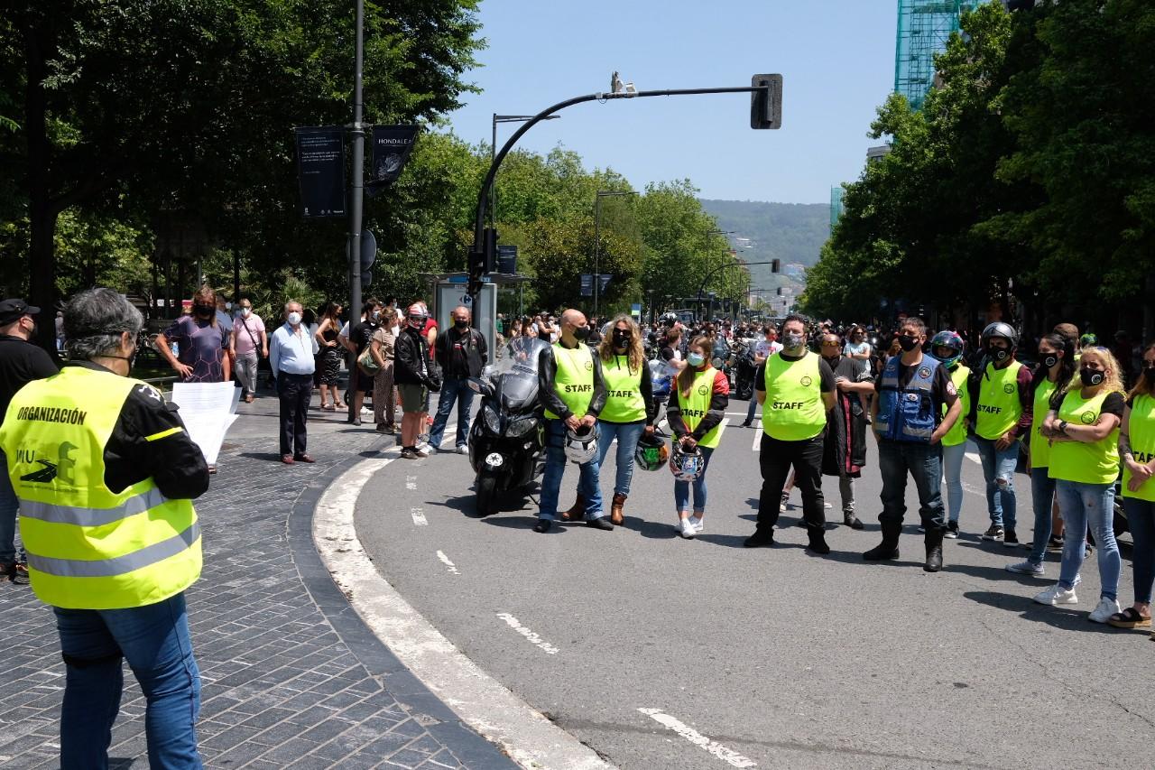 2021 0613 12505800 copy 1280x853 - Los motoristas recorren Donostia contra la siniestralidad del sector