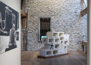 Tàpies en Zabalaga © Fundació Antoni Tàpies, Barcelona - Vegap. De la fotografia ©Alex Abril