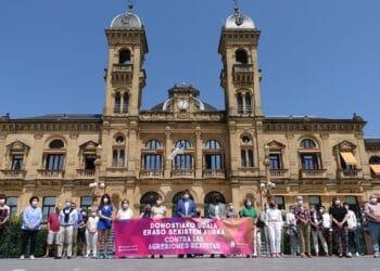 En repulsa a los ataques sexistas y en particular tras los asesinatos de Anna y Olivia en Tenerife. Foto: Ayto.