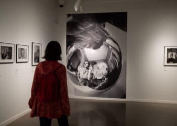Visita a la exposición 'Imágenes secuenciadas. Fotógrafas argentinas 1930-1990'. Foto: Santiago Farizano