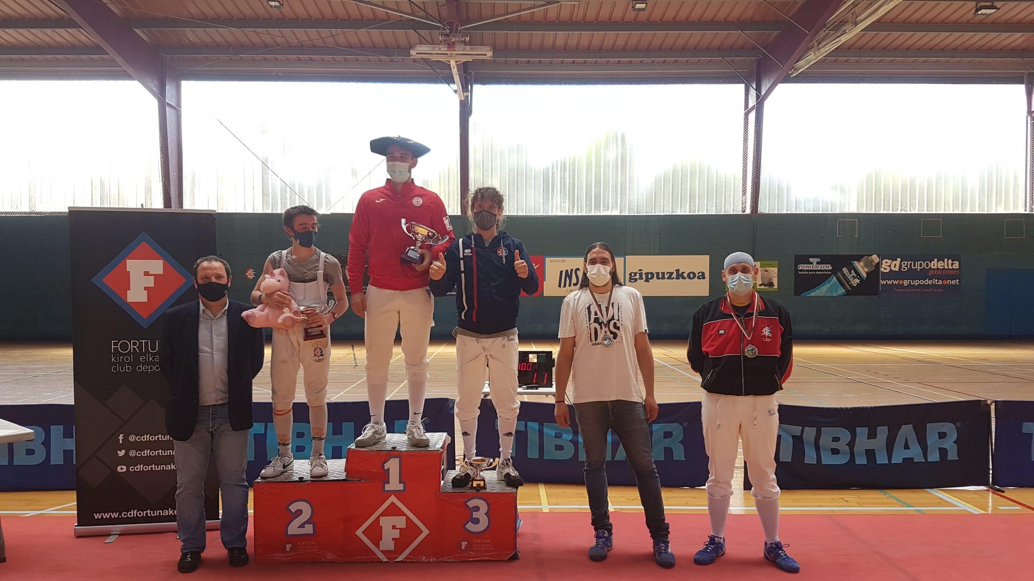 PODIO SABLE MASCULINO XXI CTO. EUSKADI 2021 1 - Padura y Vicente, campeones del XXI Campeonato de Euskadi de Esgrima