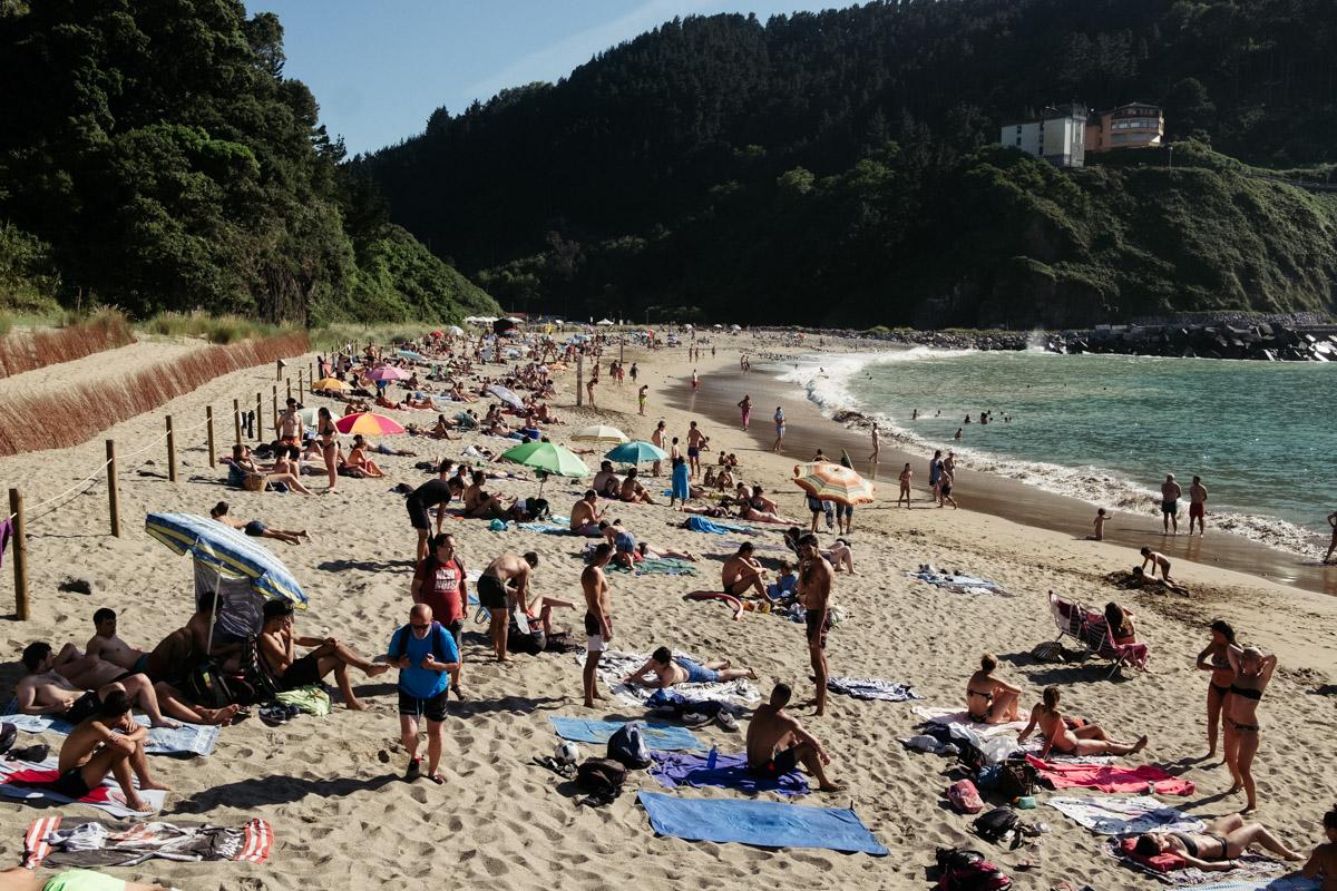 donostitik saturraran playa 05 - Playa de Saturraran, vistosos peñascos