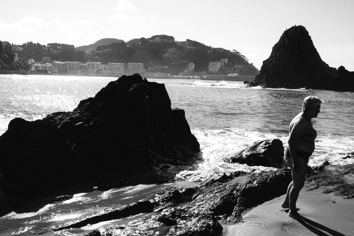 donostitik saturraran playa 07 - Playa de Saturraran, vistosos peñascos