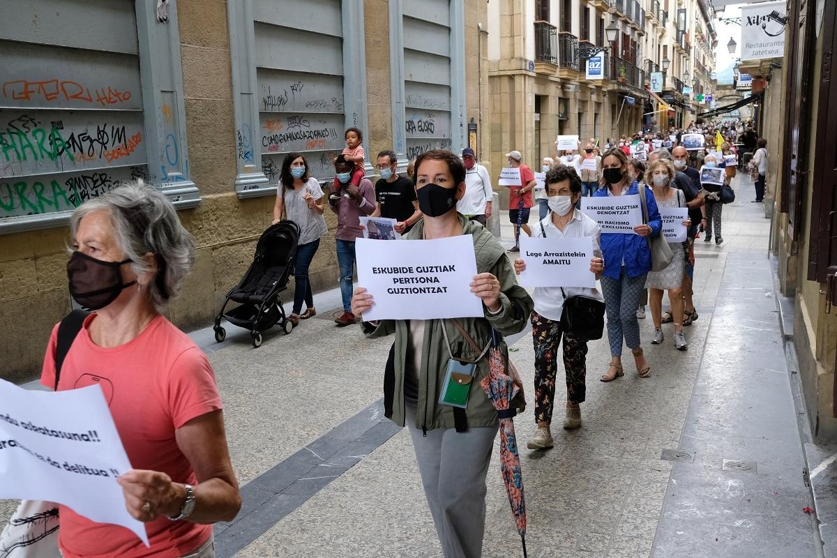 """mani3 - Marcha en Donostia """"porque migrar no es un delito"""""""