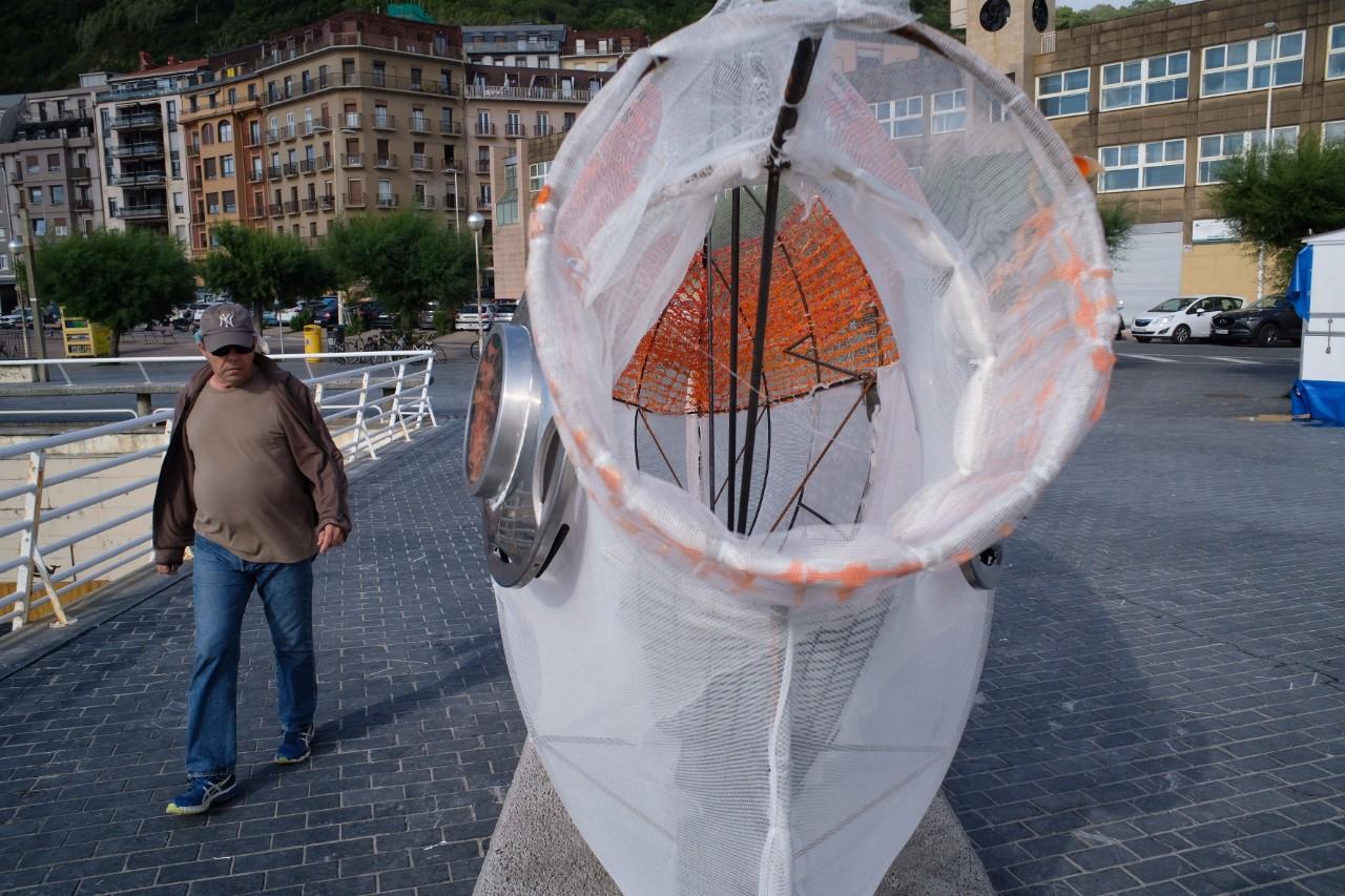 2021 0712 18535100 copy 1280x853 - Un besugo 'traga plástico' llama la atención en el Paseo de la Zurriola