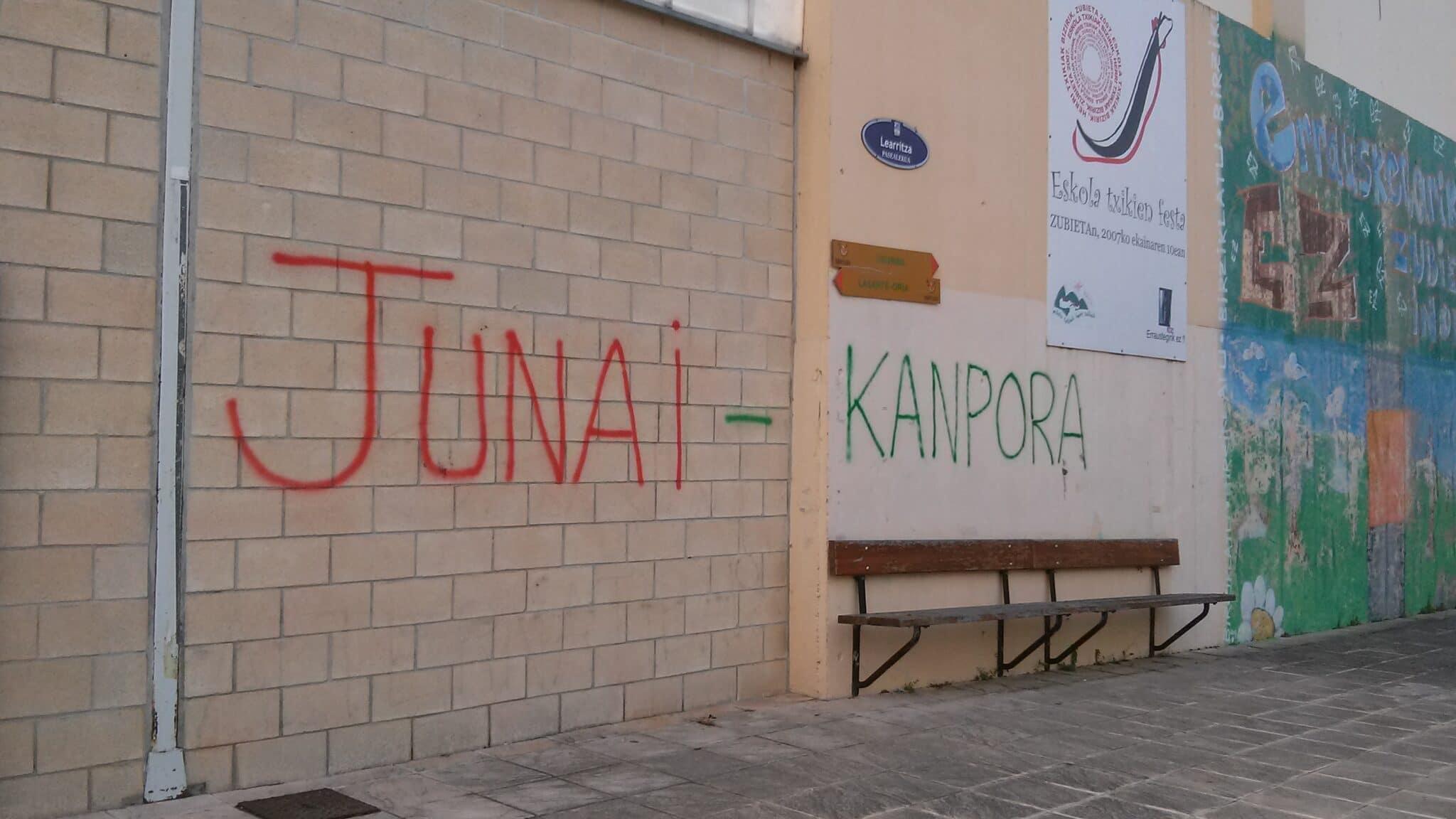 JunaiKampora1 scaled - El Ayuntamiento estudia la denuncia de acoso de una familia en Zubieta