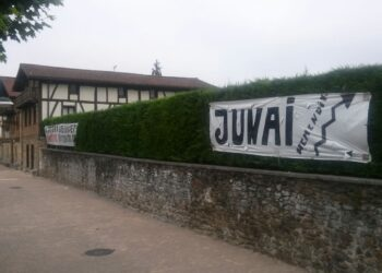 Pancartas en Zubieta. Foto: DonostiTik