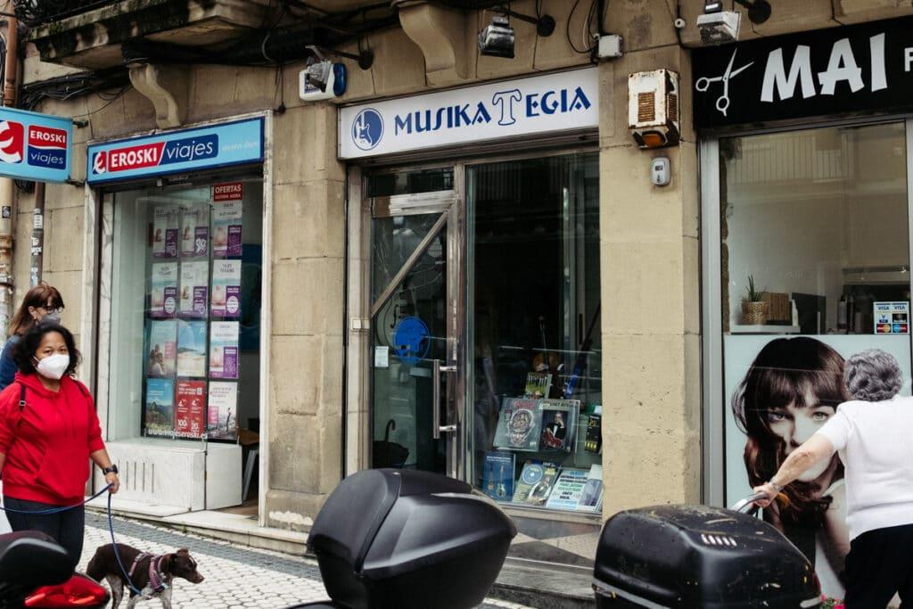 Musikategia Egia 1024x683 - Los comercios de Egia y su ingenioso naming