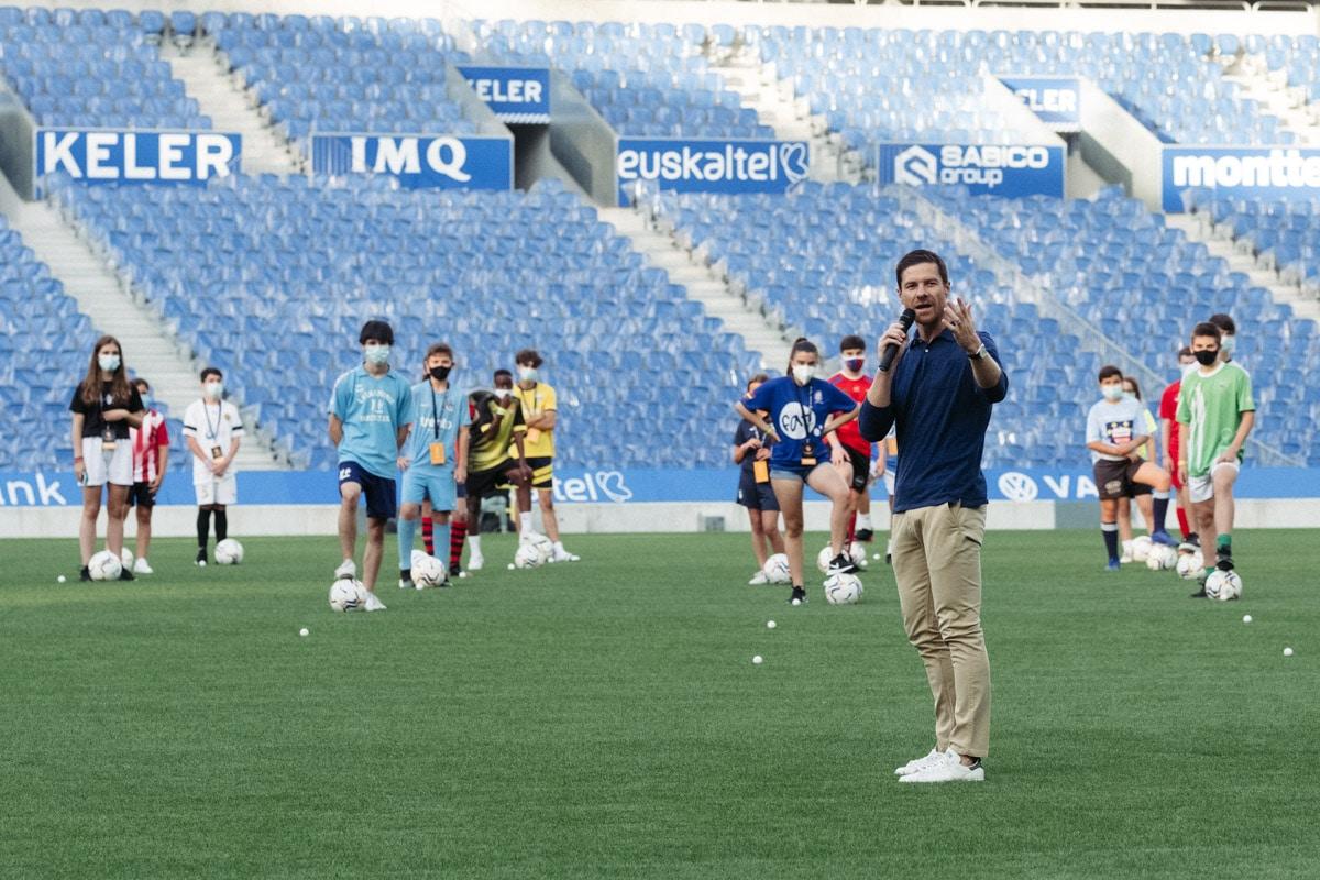 donostitik donosti cup presentacion 06 - Comienza la Donosti Cup con el saludo de Xabi Alonso a los participantes