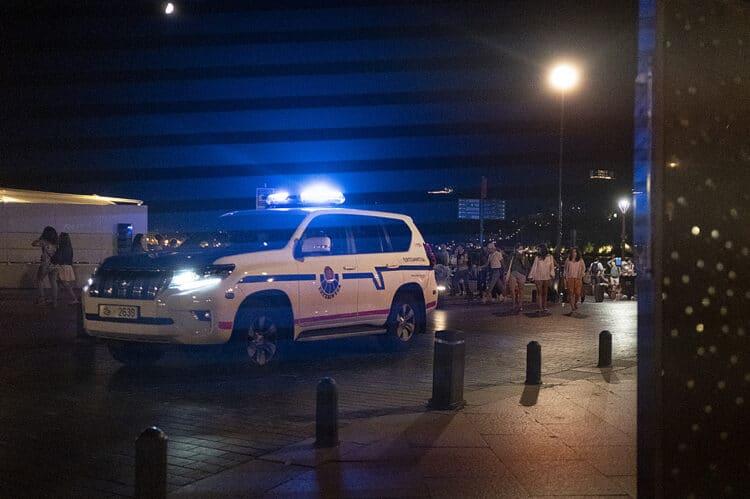 Vigilancia esta pasada noche en Donostia. Foto: Santiago Farizano